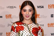 TIFF Beauty Buzz: How To Get Hailee Steinfeld's Red-Hot Makeup Look