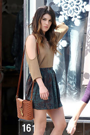 Shenae Grimes added texture to her tonal outfit on set with this rich tan satchel.