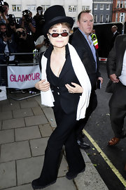 Yoko Ono battled the chilly London weather in a cozy cream scarf during the 2010 Glamour Awards.