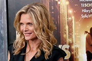 Michelle Pfeiffer sported messy-glam spiral curls at the premiere of 'New Year's Eve.'