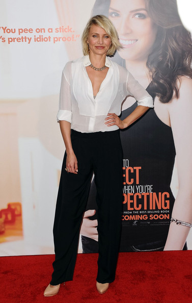 Cameron Diaz kept it casual for the 'What To Expect When You're Expecting' screening in a classic black and white ensemble with chic buttery beige pumps.