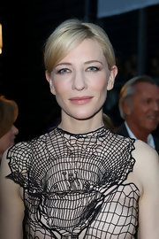 Cate's low ponytail kept her red carpet look soft and simple at the premiere of 'Blue Jasmine.'