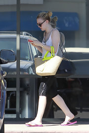 Dakota Fanning toted a large straw tote with chic chartreuse handles.