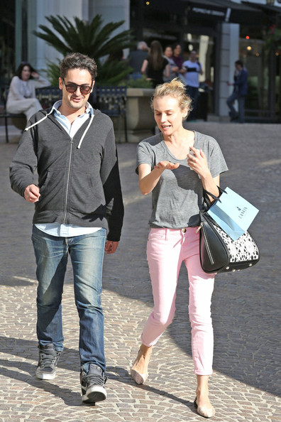 More Pics of Diane Kruger T-Shirt (1 of 31) - Diane Kruger Lookbook - StyleBistro