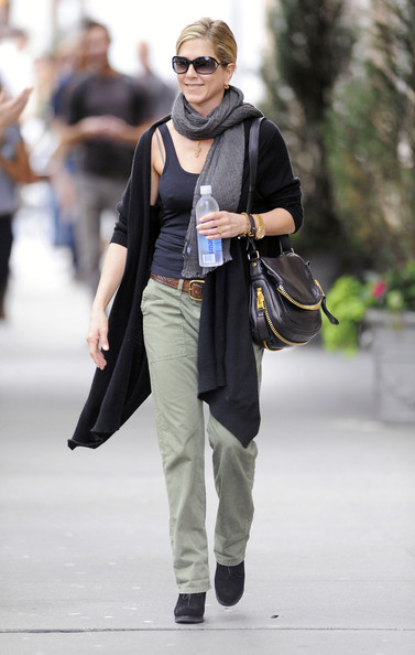 More Pics of Jennifer Aniston Rectangular Sunglasses (5 of 6) - Jennifer Aniston Lookbook - StyleBistro