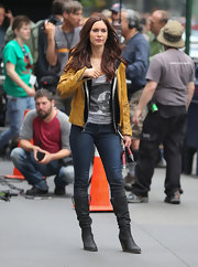 Megan Fox looked casual on set of 'Teenage Mutant Ninja Turtles,' when she wore this mustard yellow leather jacket.