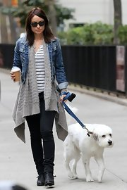 Olivia opted for a pair of well-worn skinnies while walking her cuddly pup, Paco.
