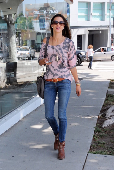 how to wear brown ankle boots with jeans