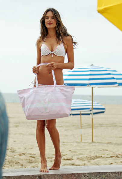 More Pics of Alessandra Ambrosio Oversized Tote  (1 of 37) - Alessandra Ambrosio Lookbook - StyleBistro