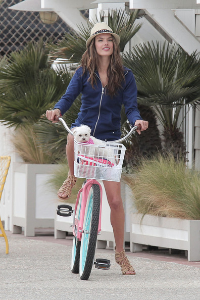 More Pics of Alessandra Ambrosio Straw Hat (4 of 36) - Alessandra Ambrosio Lookbook - StyleBistro