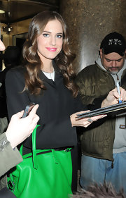 Allison Williams opted for a glamorous curls for her appearance on 'Jimmy Fallon.'