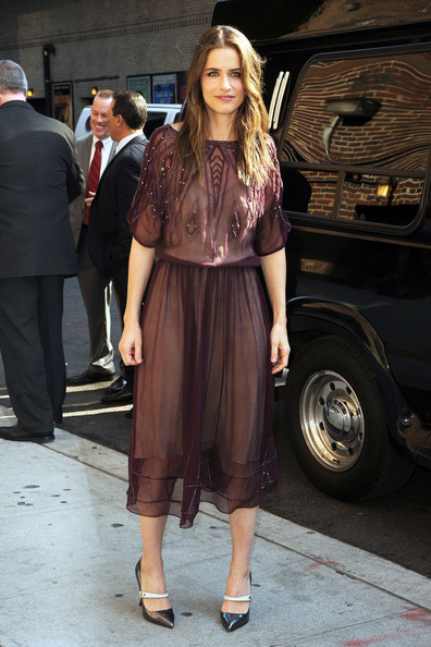 More Pics of Amanda Peet Long Wavy Cut (1 of 8) - Amanda Peet Lookbook - StyleBistro