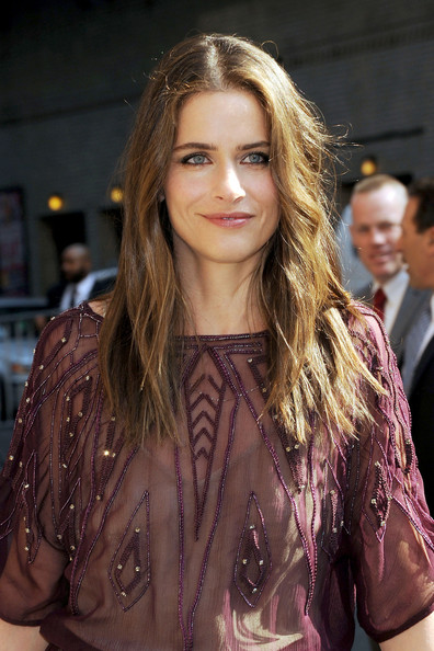 More Pics of Amanda Peet Long Wavy Cut (5 of 8) - Amanda Peet Lookbook - StyleBistro