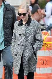 Amanda Seyfriend bundled up in this cozy black-and-white style to chic effect.