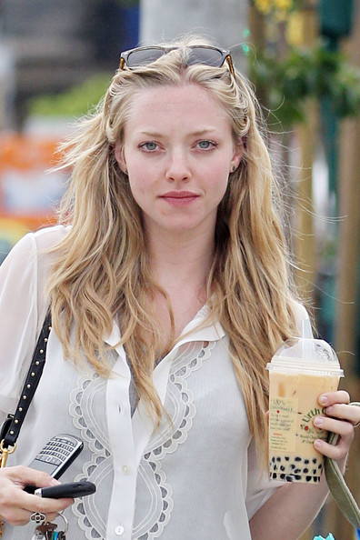 More Pics of Amanda Seyfried Leather Tote (1 of 22) - Amanda Seyfried Lookbook - StyleBistro