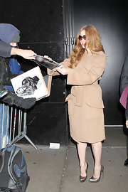 Amy Adams looked glamorous in a pair of silver metallic platforms.