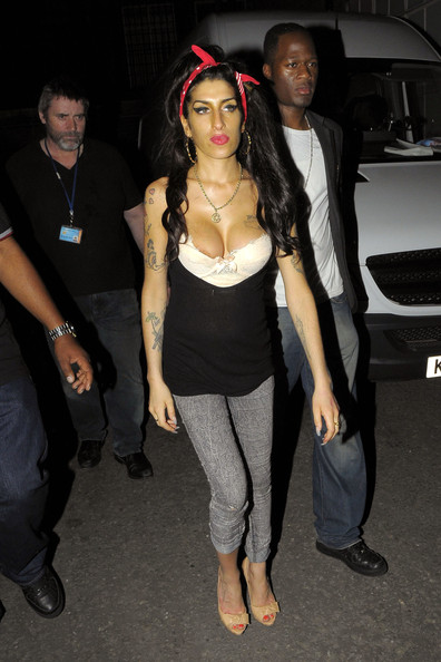 More Pics of Amy Winehouse Skinny Jeans (4 of 8) - Jeans Lookbook - StyleBistro []