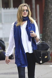 Ana Beatriz Barros kept her style relaxed in a white blouse and John Lennon-esque shades.