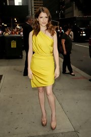 Anna Kendrick opted for simple nude platform peep-toes to pair with her lovely dress.