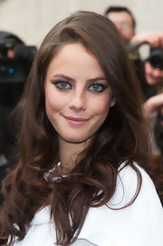 Kaya Scodelario wore her long locks in soft natural waves and curls while attending the Chanel fall 2012 ready-to-wear fashion show in Paris.
