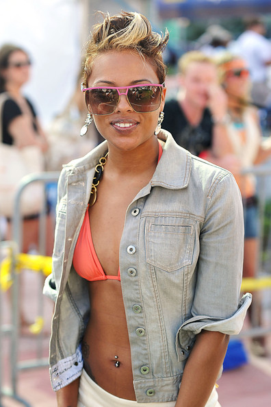 More Pics of Eva Pigford Denim Jacket (1 of 3) - Eva Pigford Lookbook - StyleBistro