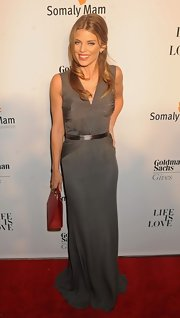 AnnaLynne McCord's structured red bag was a a bold contrast to her free-flowing gray draped gown.