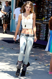 AnnaLynne McCord looked Cali-cool in light-wash BlankNYC skinnies on the set of 90210.