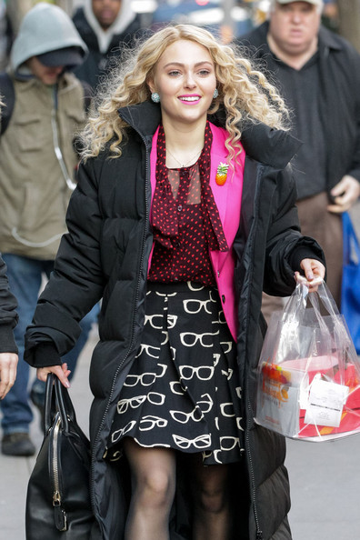 More Pics of AnnaSophia Robb Knee Length Skirt (1 of 28) - AnnaSophia Robb Lookbook - StyleBistro