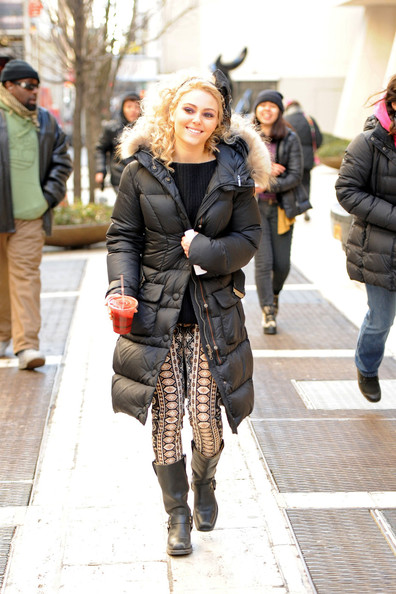 More Pics of AnnaSophia Robb Skinny Pants (1 of 15) - AnnaSophia Robb Lookbook - StyleBistro