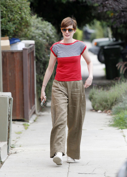 Anne Hathaway Visits a Friend in Hollywood — Part 2
