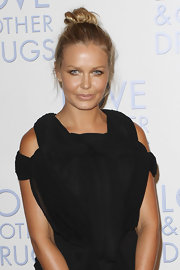 Supermodel Lara Bingle showed off her twisted updo while attending the 'Love and Other Drugs' premiere.