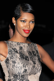 Jessica White paired her lace clad dress with hot red lipstick and sultry smoky eyes.
