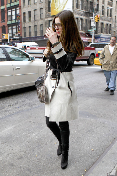 More Pics of Anne Hathaway Trenchcoat (2 of 9) - Anne Hathaway Lookbook - StyleBistro