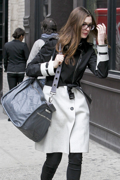 More Pics of Anne Hathaway Trenchcoat (8 of 9) - Anne Hathaway Lookbook - StyleBistro