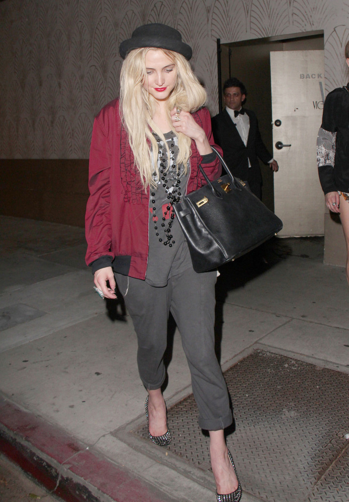 Ashlee Simpson seen leaving Vignette Lounge in Hollywood.