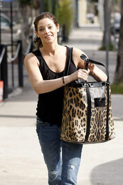 More Pics of Ashley Greene Oversized Shopper Bag (1 of 10) - Oversized Shopper Bag Lookbook - StyleBistro