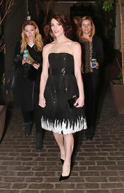 Ashley Greene capped off her unusually sophisticated clubbing attire with an Art Deco style clutch.