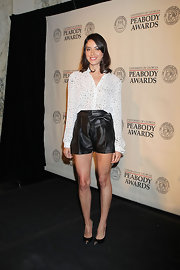 Aubrey Plaza's black and silver cap-toe pumps were a super-chic finish to her ensemble.