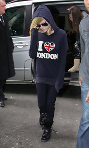 Avril shows her love of London in a navy sweatshirt when visiting the city.