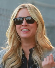 Kaley chose totally old-school black wayfarers for her cool California look.