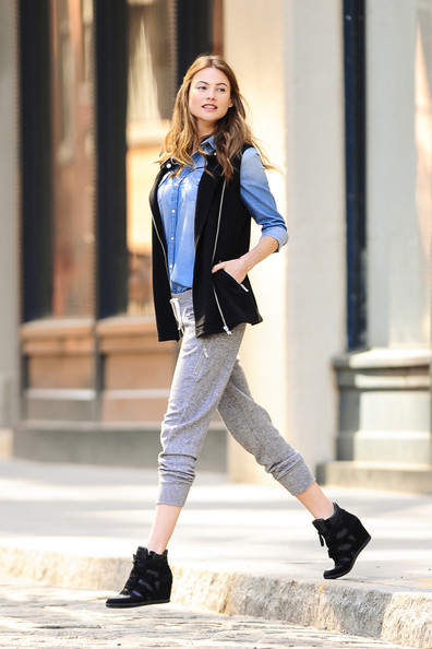More Pics of Behati Prinsloo Cardigan (1 of 50) - Cardigan Lookbook - StyleBistro