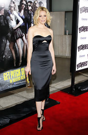 Elizabeth Banks kept her look sleek and styled with these striking black and gold strappy heels.