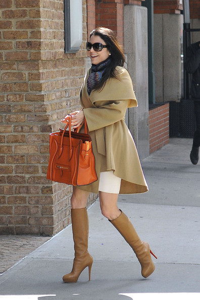 More Pics of Bethenny Frankel Leather Tote (1 of 18) - Leather Tote Lookbook - StyleBistro