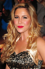 Heidi Range's choice of lipcolor matched her standout red kicks -- which created a great contrast to her all gold and black ensemble.