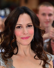 Mary-Louise Parker opted for simple but voluminous waves for her red carpet look at the premiere of 'Red 2.'
