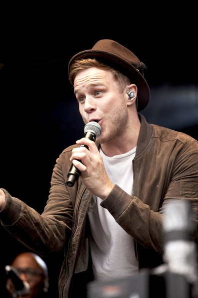 Olly Murs showed his fascination with hats by wearing a fedora while performing in Scotland.