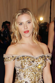 Scarlett Johansson created a soft natural look for the Met Gala with barely there makeup and casually styled hair. However, she did add a touch of drama with a glossy coral lip color.