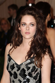 Kristen Stewart arrived at the Met Gala with her hair in sexy unruly waves.