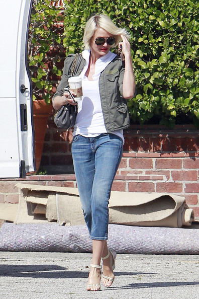 Cameron Diaz topped off her look with beige strappy sandals.