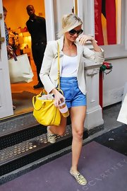 Cameron Diaz added the perfect pop of color to her light summer look with this eye-catching yellow Reed Krakoff gym bag.